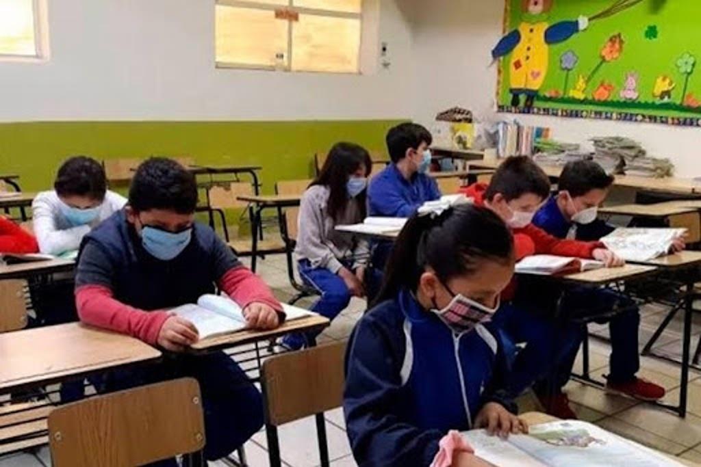 Protocolo de regreso a clases incluiría una prueba para detectar COVID-19 en alumnos: Gobernador